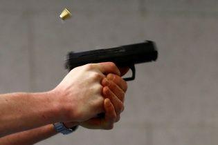В Киеве вооруженные пистолетом преступники отобрали у бизнесмена миллион гривен - СМИ