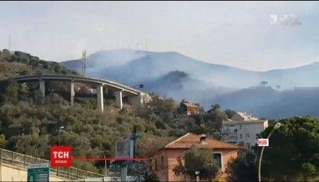Лісові пожежі в італійській Генуї впритул наблизились до житлових будинків