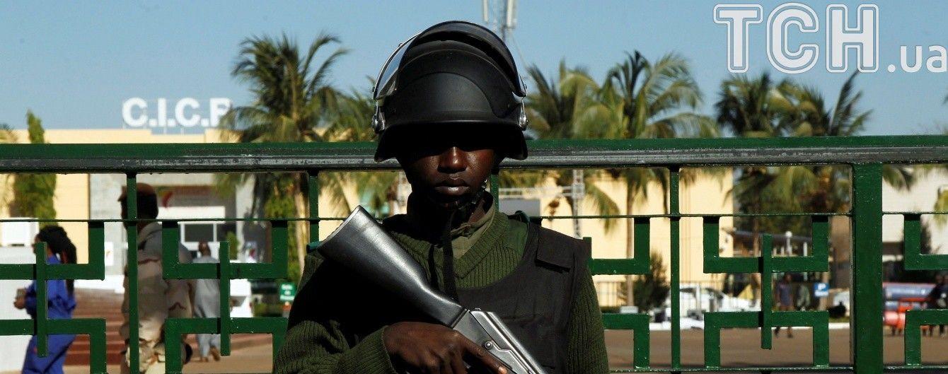 У військовому таборі Малі підірвалося нашпиговане вибухівкою авто: загинуло майже півсотні людей