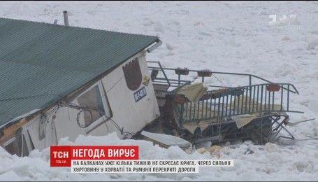 Белый плен: спасатели начали ломать лед вокруг кораблей, застряли на Дунае