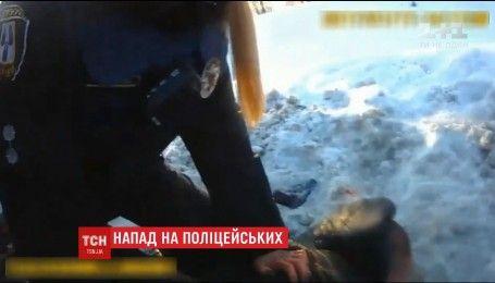 У Сумах п'яний чоловік зі зброєю напав на поліцейських