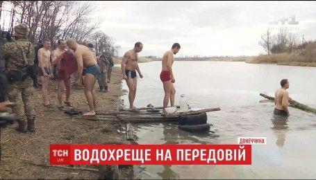 Водохреще на фронті: українські воїни під звук гармат противника хрещалися та просили благословення