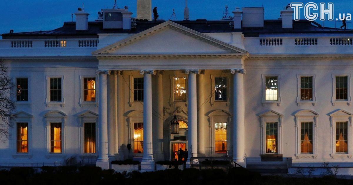 Спецслужбы заблокировали Белым дом из-за подозрительного пакета 31a74fc09fe