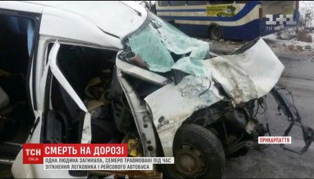 У ДТП на Прикарпатті загинула людина, семеро - травмовані