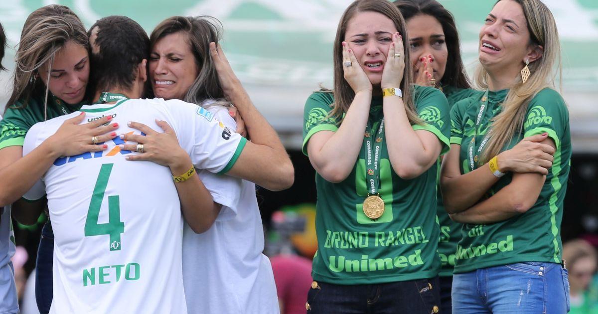 """Первый матч """"Шапекоэнсе"""" завершился в боевую нычию 2:2. @ Reuters"""
