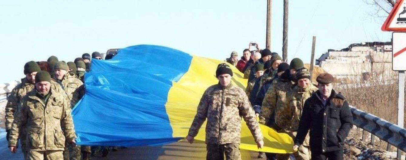 Над оккупированным Донбассом подняли флаг Украины