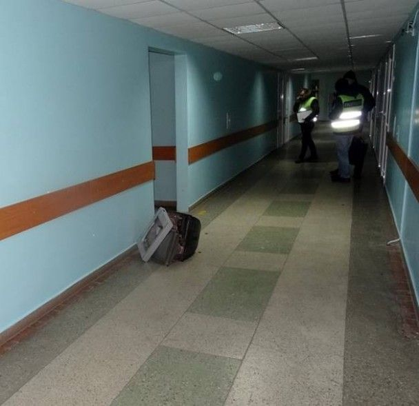 У столичній лікарні чоловік намагався винести з кабінету лікаря телевізор