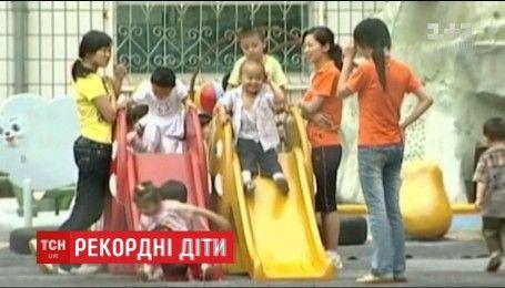 У Китаї встановили рекордну народжуваність немовлят від початку тисячоліття
