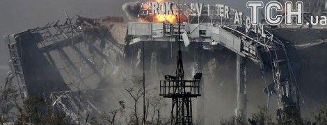 """242 дня несокрушимости. В Украине почтили память погибших """"киборгов"""""""