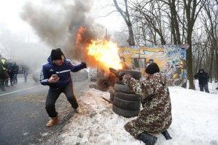 Підпалені шини та військова техніка. Як активісти блокували в'їзди до Києва