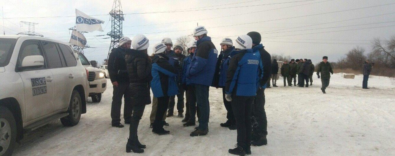 На Донбассе пьяный боевик напал на автомобиль наблюдателей ОБСЕ