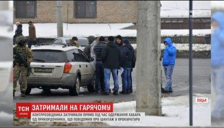 Перехоплення автомобіля озброєними спецпризначеннями: у Луцьку затримали високопосадовця СБУ