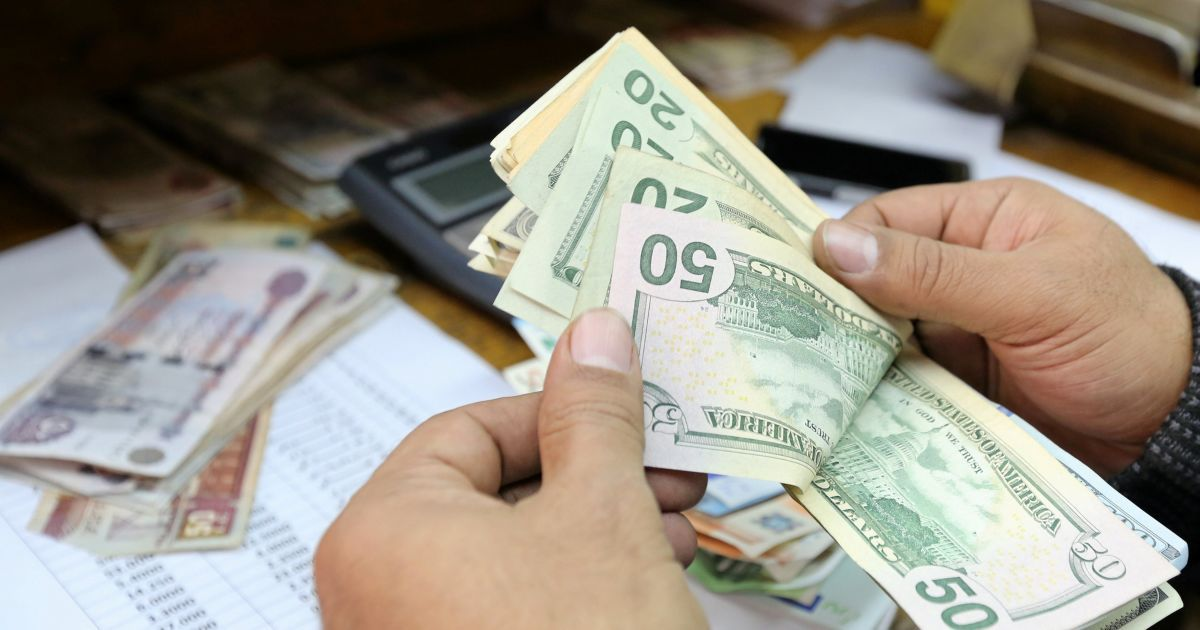 Доллар США подорожает на 12 копеек и его курс составит 28,32 грн. Евро  добавит 32 копейки и будет стоить 33,97 грн. b705a4087a0