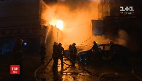 Внаслідок пожежі в магазині феєрверків у Китаї загинуло п'ятеро людей