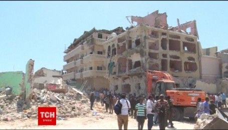 В столиці Сомалі терористи підірвали автомобіль, щонайменше 15 осіб загинули