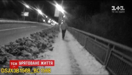 Во Львове экипаж полиции спас женщину от совершения самоубийства