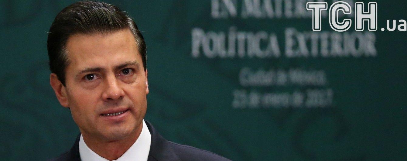 Президент Мексики отменил визит в США из-за разговора с Трампом - СМИ