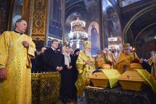 У Києві на Лук'янівському кладовищі перепоховали Олександра Олеся та його дружину
