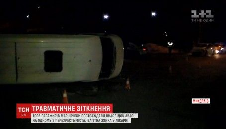 Водій напідпитку: у Миколаєві легковик протаранив маршрутку з пасажирами