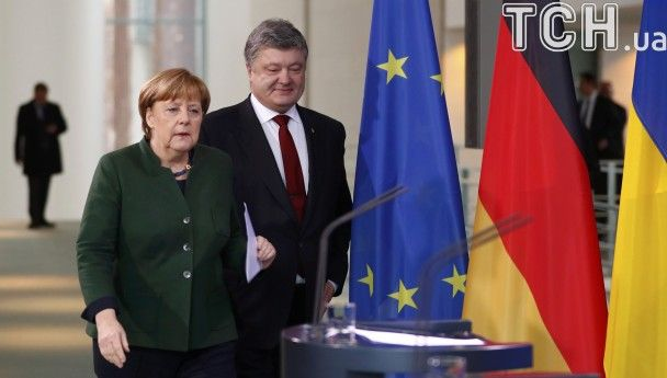 Обстріли під Авдіївкою, Мінські угоди та безвіз. Про що Порошенко говорив із Меркель