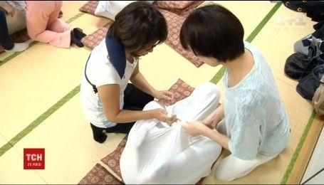 В японской столице открыли специальный центр, где пеленают взрослых