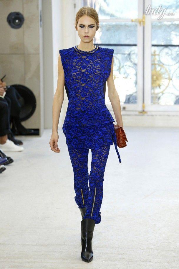 Асимметрия и странный крой в коллекции Louis Vuitton сезона весна-лето 2017