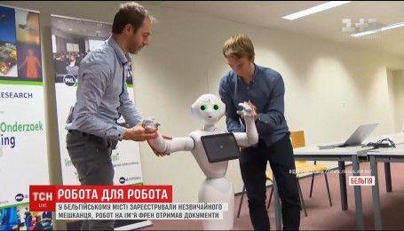 В Бельгии робот ходит в школу и получает навыки ресепшиониста