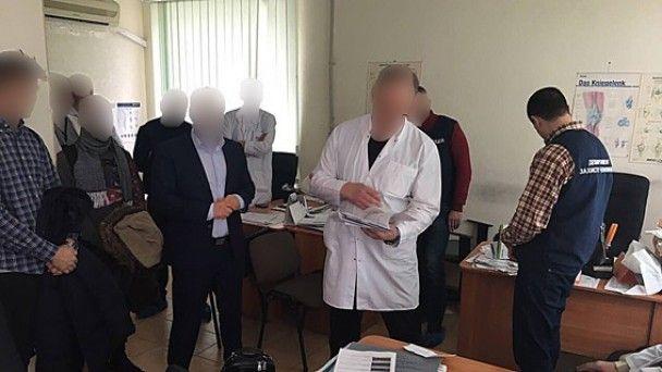 Харьковский врач требовал от пациента почти 40 тыс. гривен за операцию