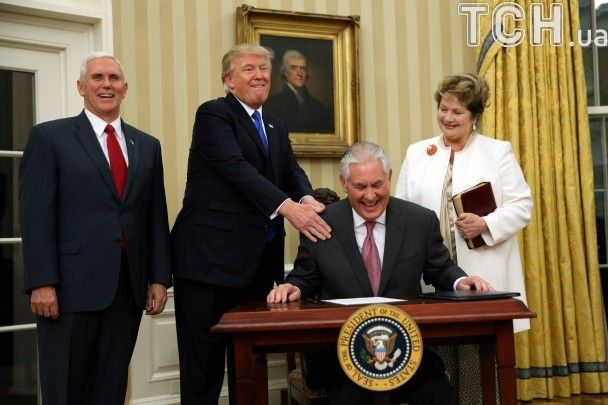 Гримаси Трампа і Біблія: як друг Путіна Тіллерсон присягав на вірність американському народу