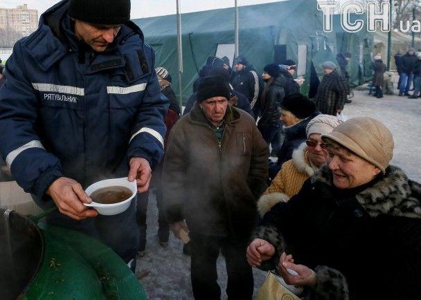 Гаряча каша і теплі намети: в Авдіївці рятувальники обігріли та нагодували понад 4 тисячі мешканців