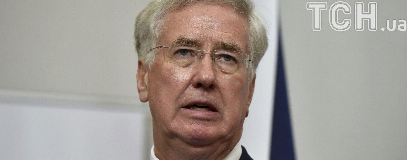 Министр обороны Британии подал в отставку после обвинений в сексуальных домогательствах
