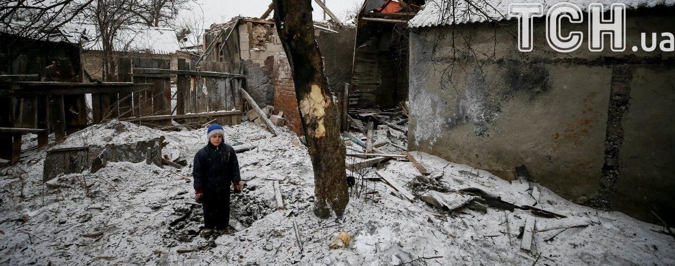 Обстрел Авдеевки: поврежденный газопровод и опасный снаряд рядом с жильем