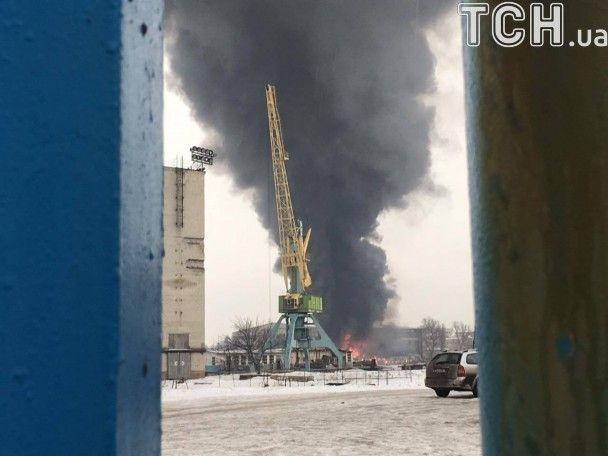 У Подільському районі Києва спалахнула масштабна пожежа