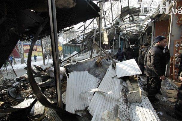 Рознесені будинки та зруйнований ринок. З'явилися фото наслідків  артобстрілів Донецька