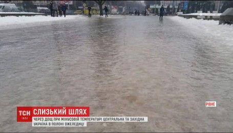 Дощі, лавини та ожеледиця: Україна страждає від негоди