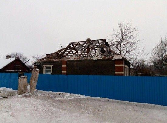 """Бойовики обстріляли """"Градами"""" селище на Світлодарській дузі, підпаливши житлові будинки - волонтер"""