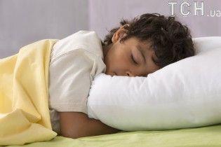 Не їжте у ліжку і тренуйтесь: МОЗ розповіло, як покращити свій сон і чим загрожує недосипання