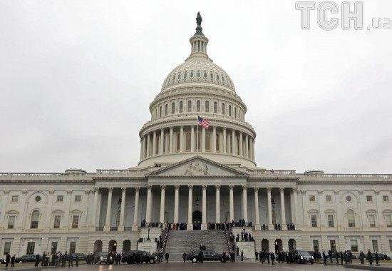 Втручання РФ: екс-глава штабу Клінтон свідчитиме перед Конгресом у справі про Росію - ЗМІ