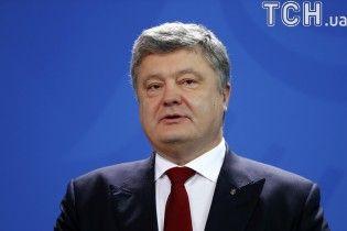 Нам і Путіна не потрібно, щоб втратити державність. Ключові тези промови Порошенка перед урядовцями