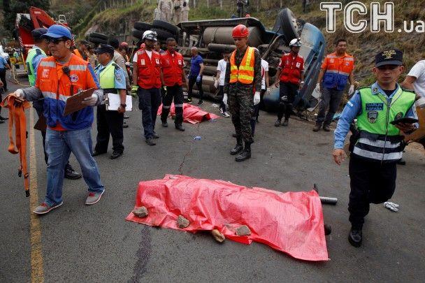 Кривава аварія: в Гондурасі унаслідок зіткнення автобуса і автоцистерни загинули 23 особи