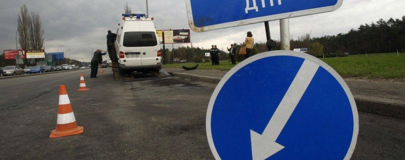 На Львовщине маршрутка с пассажирами влетела в дерево, пострадали 10 человек