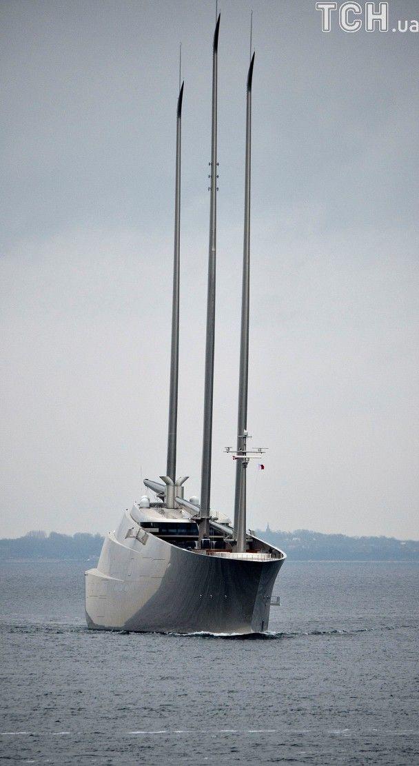 Reuters показало фото однєї з найбільших вітрильних яхт у світі, що належить російському олігарху