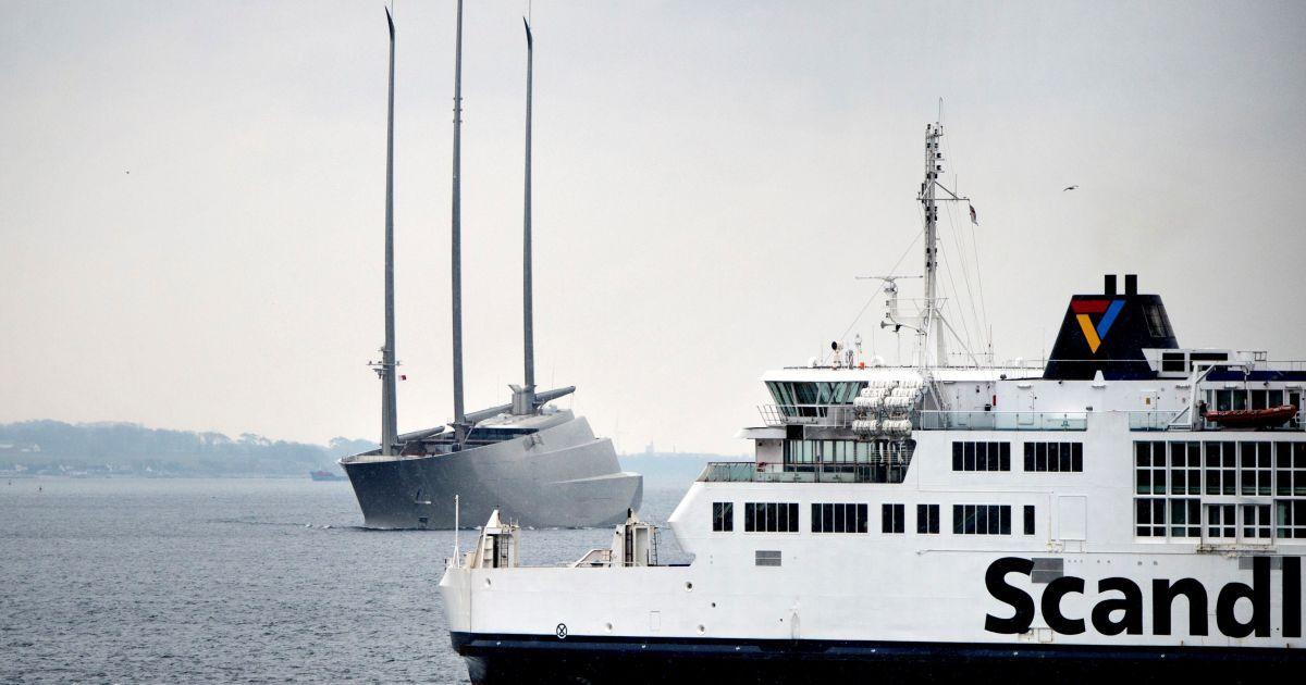 Яхта Мельниченка @ Reuters