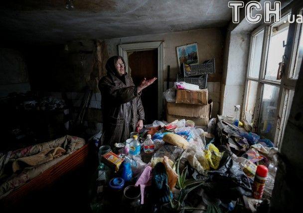 Людський розпач та зрешечені будинки. Як Авдіївка оговтується після шквалу обстрілів бойовиків