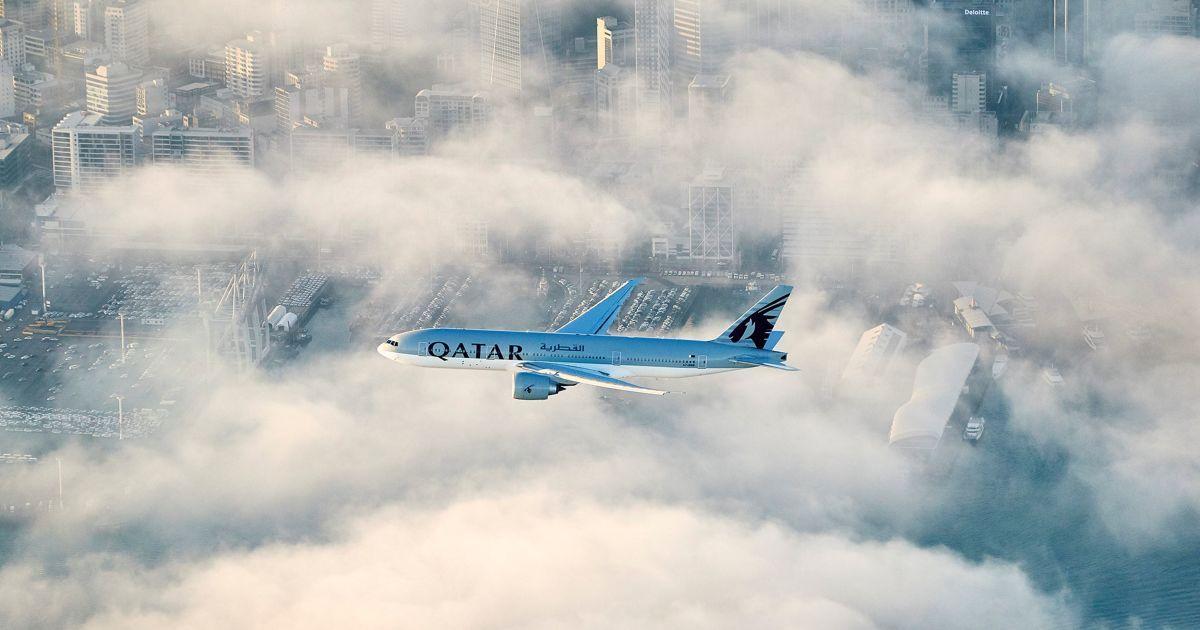 Перший політ Qatar Airways в Нову Зеландію летить над містом Окленд на своєму заключному підході до аеропорту. Новий рейс 920 курсуватиме між столицею Катару Дохою і новозеландським Оклендом. Тривалість перельоту без пересадок становить 16 годин і 20 хвилин. @ Reuters