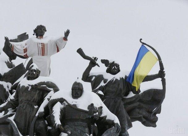 Найяскравіші фото дня: божевільні камерунські вболівальники, Київ у полоні снігу