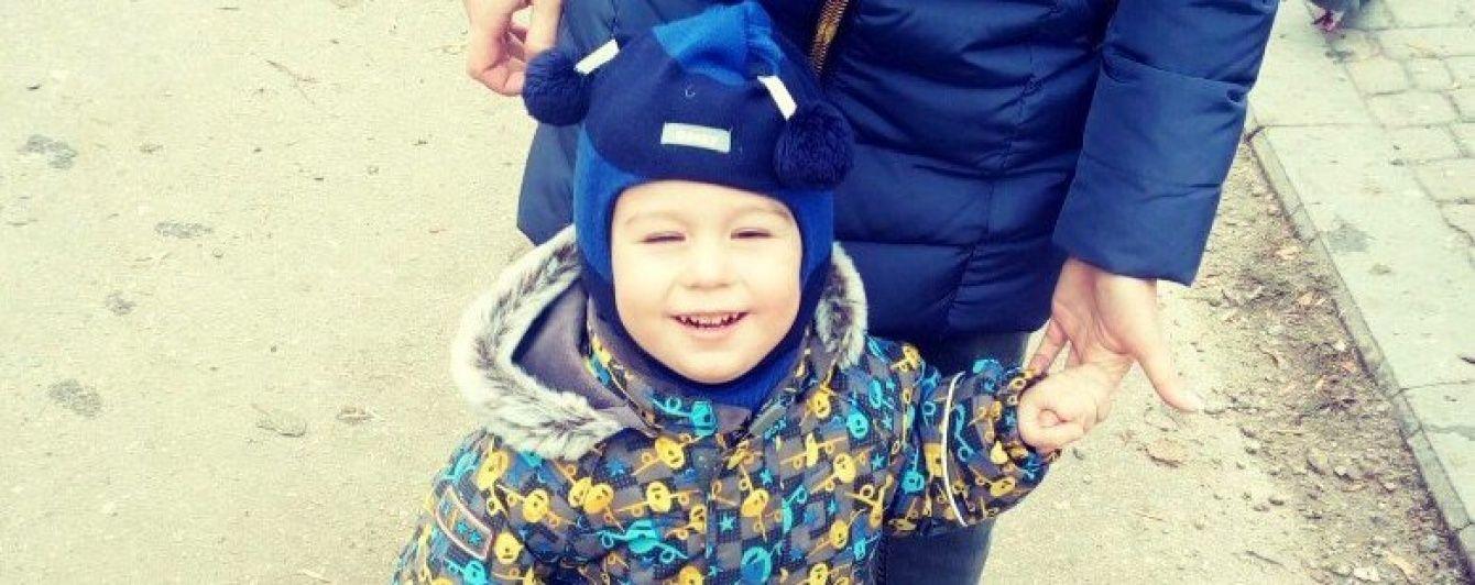 2-летний Глеб надеется на помощь