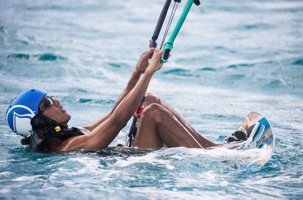 Заслужений відпочинок. Обама із Бренсоном розважається на островах і катається на кайті