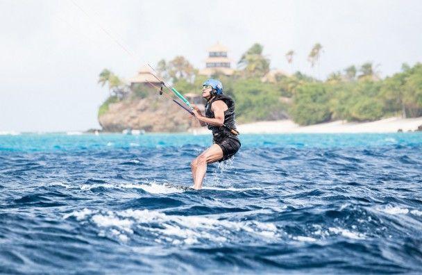 Заслуженный отдых. Обама с Брэнсоном развлекается на островах и катается на кайте