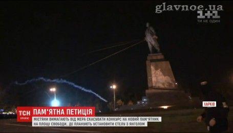 Харьковчане требуют отменить результаты конкурса на памятник на площади Свободы